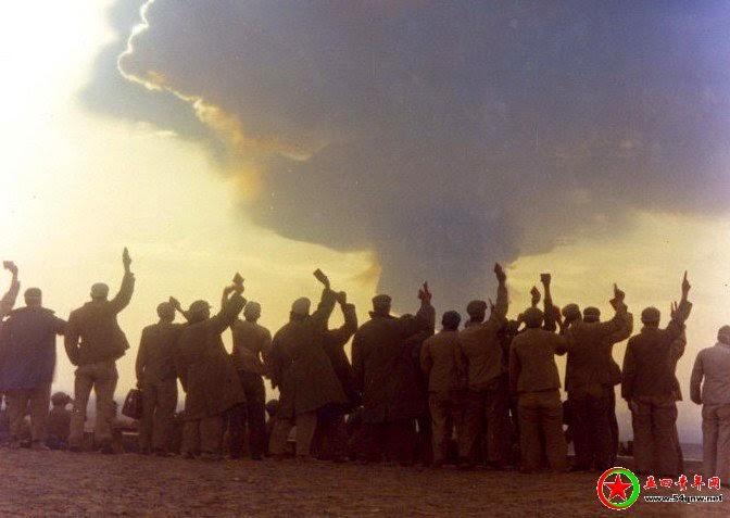 1967年6月17日上午8时20分,中国第一颗氢弹在新疆罗布泊核武器试验场,由轰6甲飞机空投爆炸成功