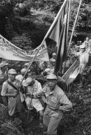 1953年11月:国民党少将李国辉(音译)和士兵准备撤离缅甸