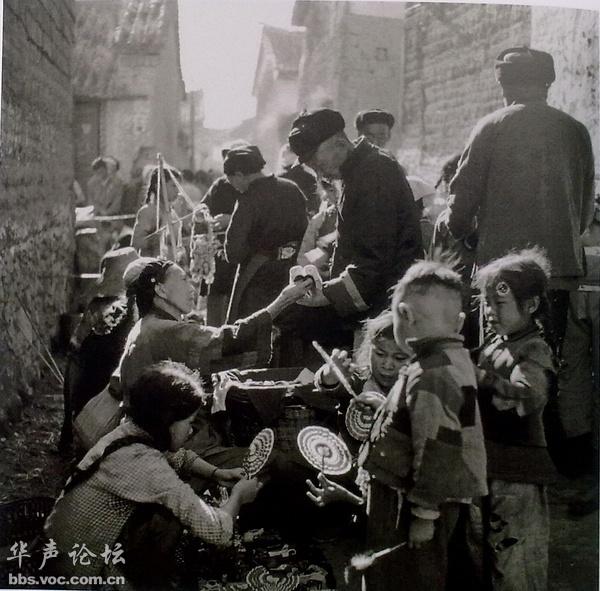 1962•云南大理 da饥荒中悄悄恢复的农村集市。