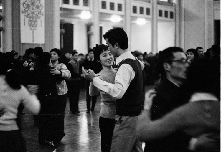 1978年,春节联欢会的舞步