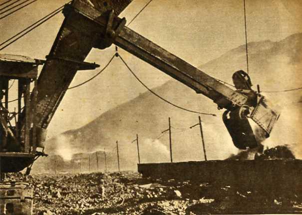 生产战线上的抚顺煤矿(1951年)