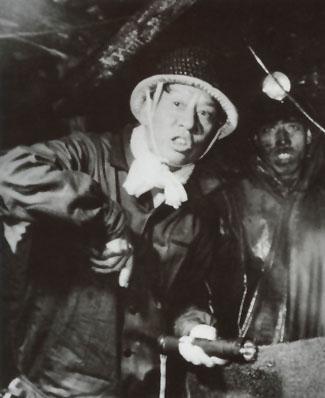 1958年9月,刘少奇在开滦煤矿井下视察