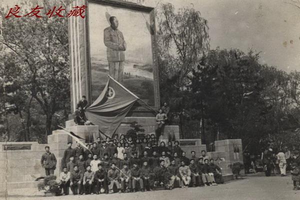 长春胜利公园的使用原基座的毛主席画像(1958)