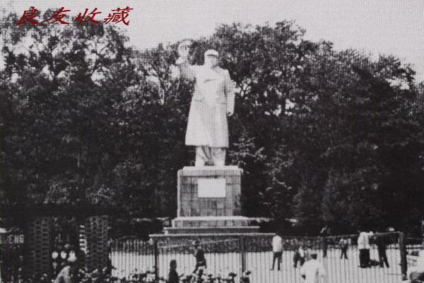 长春胜利公园的毛主席像(1978