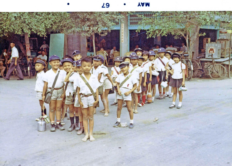 1967E072 1960s Taiwan, Countryside Trips, School kids waiting for bus-1