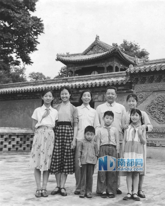 xi jinping u2019s family go to beihai park in 1960  u2013 everyday