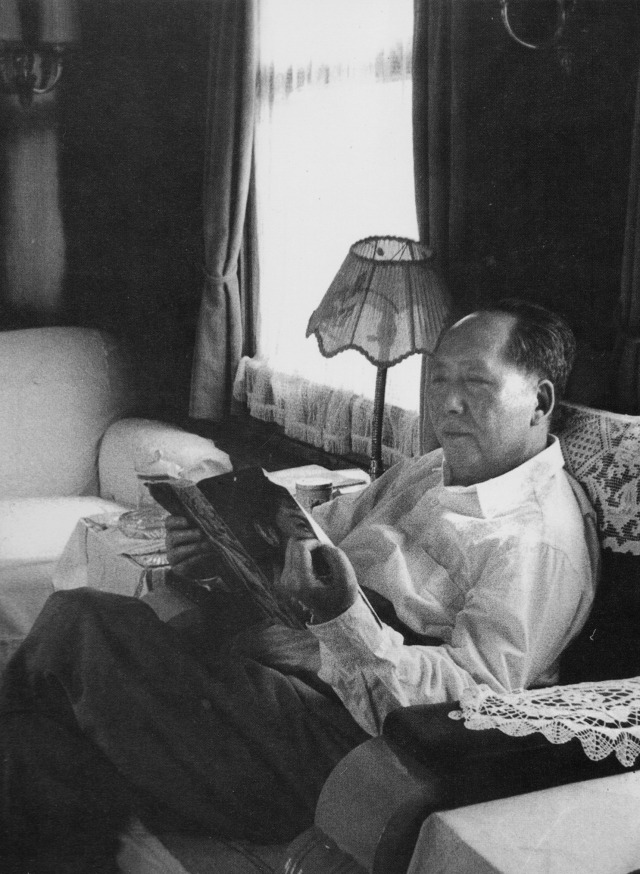Mao reads about movies on a train in 1962 – Everyday Life in Mao's China