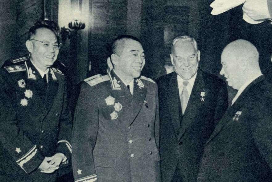 Peng_Dehuai,_Ye_Jianying,_Nikita_Khrushchev,_Nikolai_Bulganin