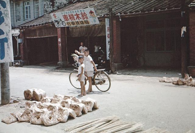 pict0035_kidsinstreet_tainan_1968-1