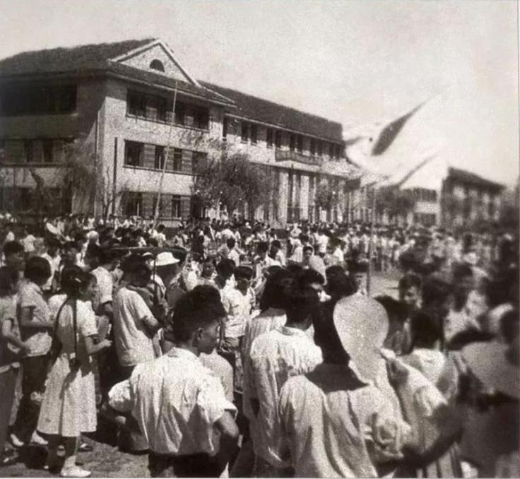 JTU_Students_and_Teachers_moved_to_Xi'an_in_1956